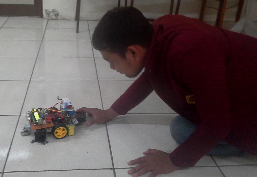 Mahasiswa Untag Surabaya Ciptakan Robot Pembersih Serbaguna
