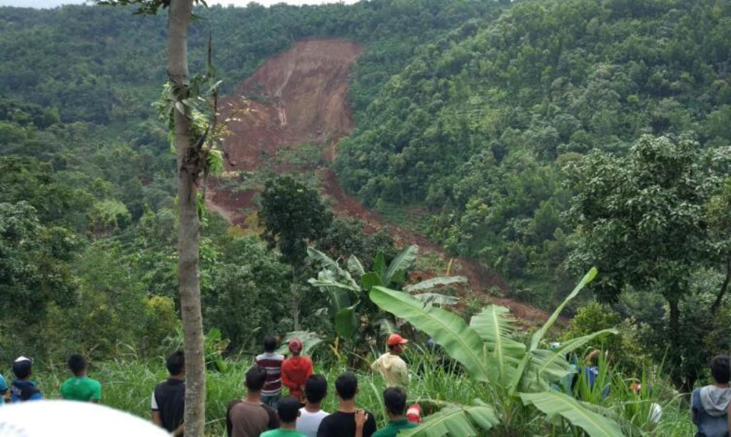 Longsor di Nganjuk, 5 Orang Warga Hilang