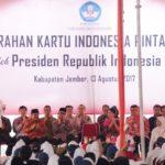 Presiden Jokowi Bagikan 1.725 KIP di Jember