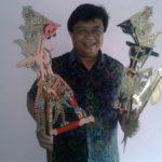 Isyanto, Perajin Wayang Lapis Emas Asal Ponorogo