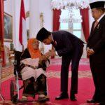 Presiden Anugerahkan Gelar Pahlawan Nasional Untuk 4 Tokoh