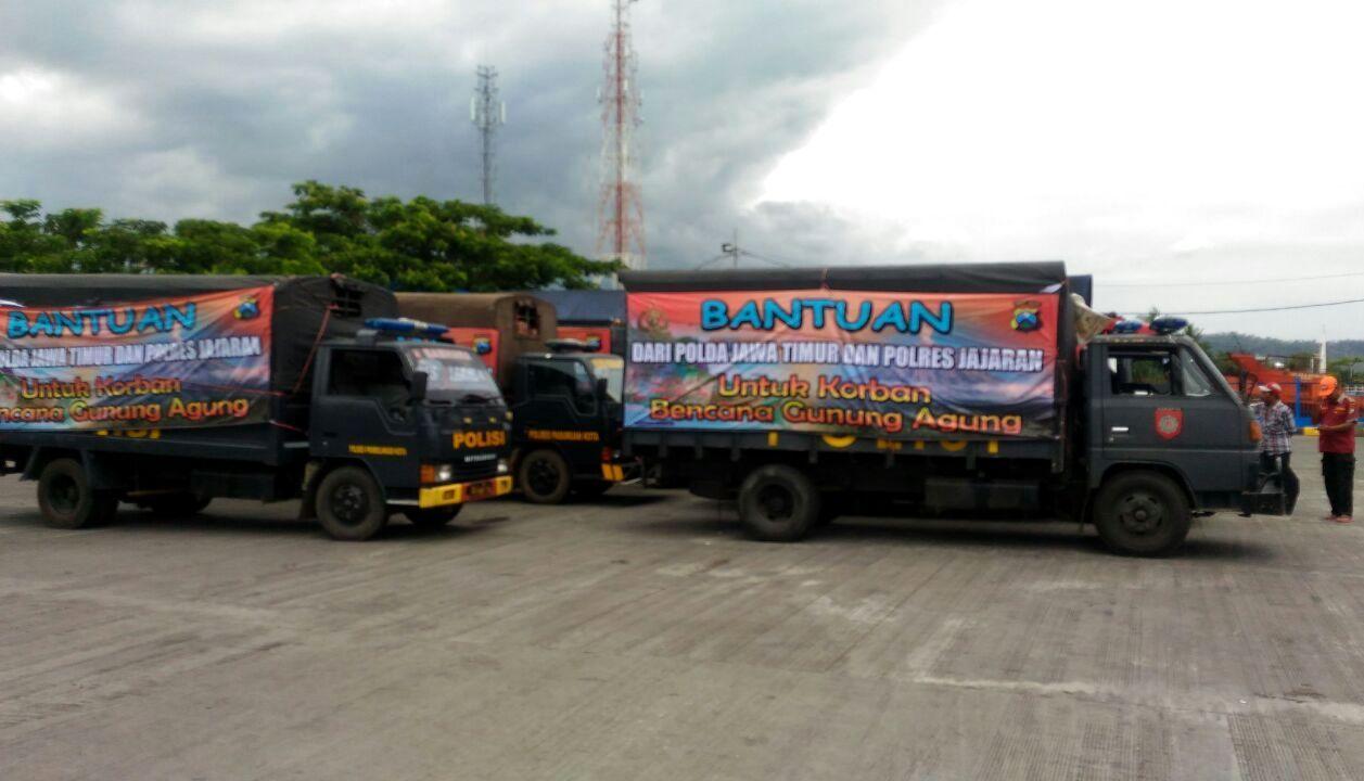 Polda Jatim Kirim Ratusan Paket Sembako dan Obat-obatan untuk Korban Erupsi Gunung Agung