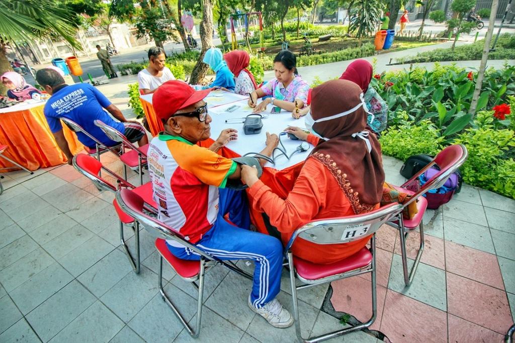 Pemkot Surabaya Optimalkan Taman Lansia dan Paliatif untuk Pengobatan Gratis dan Hiburan