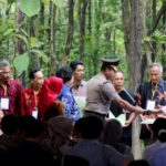 Presiden Jokowi Bagikan SK Perhutanan Sosial di Tuban