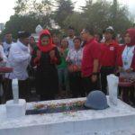 Puti Guntur Soekarno Tabur Bunga di TMP 0032 Banyuwangi