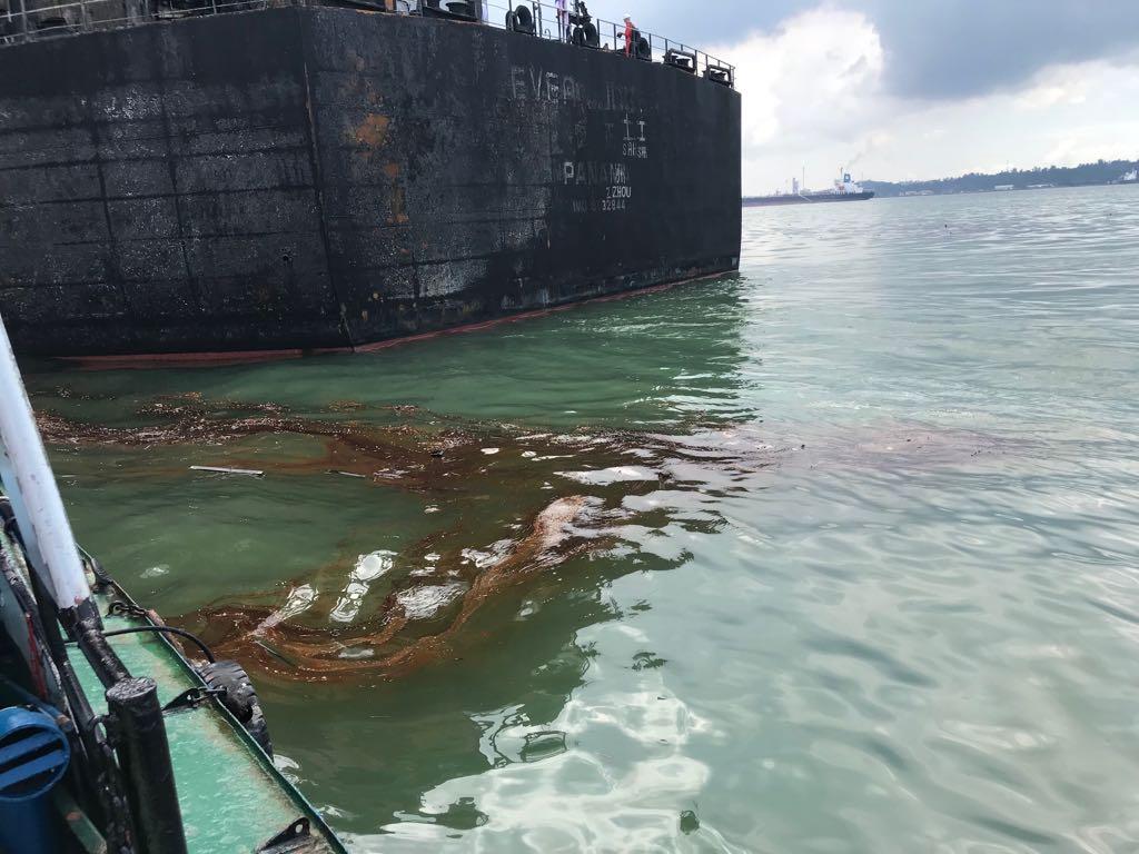 KLHK Terus Pantau Pencemaran Minyak di Teluk Balikpapan