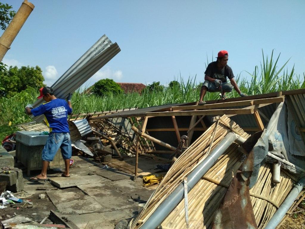 Puluhan Rumah di Kediri Diterjang Angin Puting Beliung