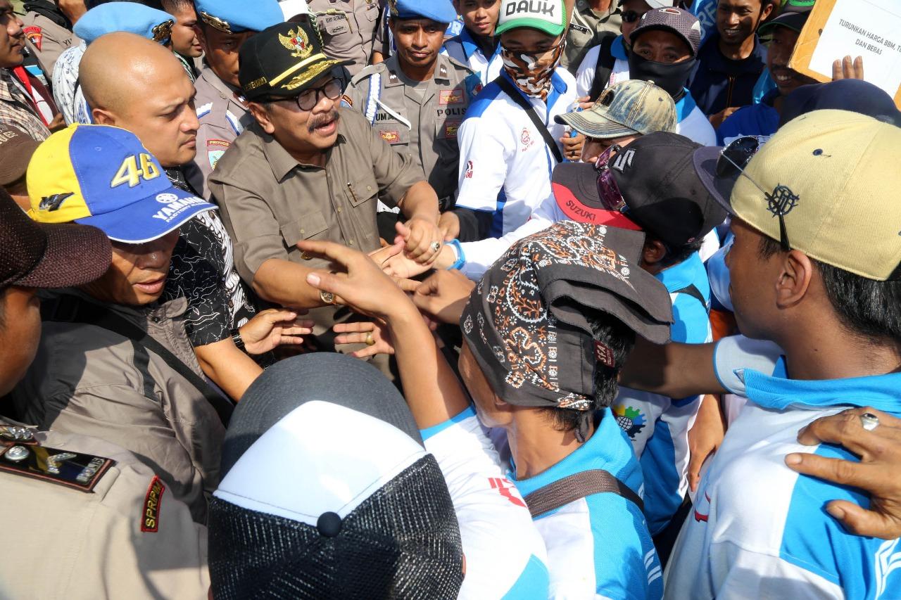 Peringati Hari Buruh Sedunia, Sejumlah Buruh Lakukan Aksi di Surabaya