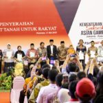 Presiden Jokowi Bagikan Sertipikat dan Tinjau Jalan Tol di Pasuruan