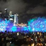 Menikmati Permainan Sinar Laser dan Air Mancur Menari di Marina Bay Singapura