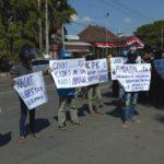 Puluhan Warga Gelar Aksi Minta KPK Mengusut Dugaan Korupsi di Pemkab Ponorogo