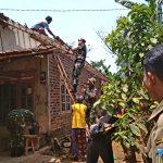 TNI AD Perbaiki 100 Rumah Warga di Lereng Gunung Wilis