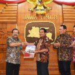 40 SK PAW Anggota DPRD Kota Malang Diserahkan Gubernur Jawa Timur