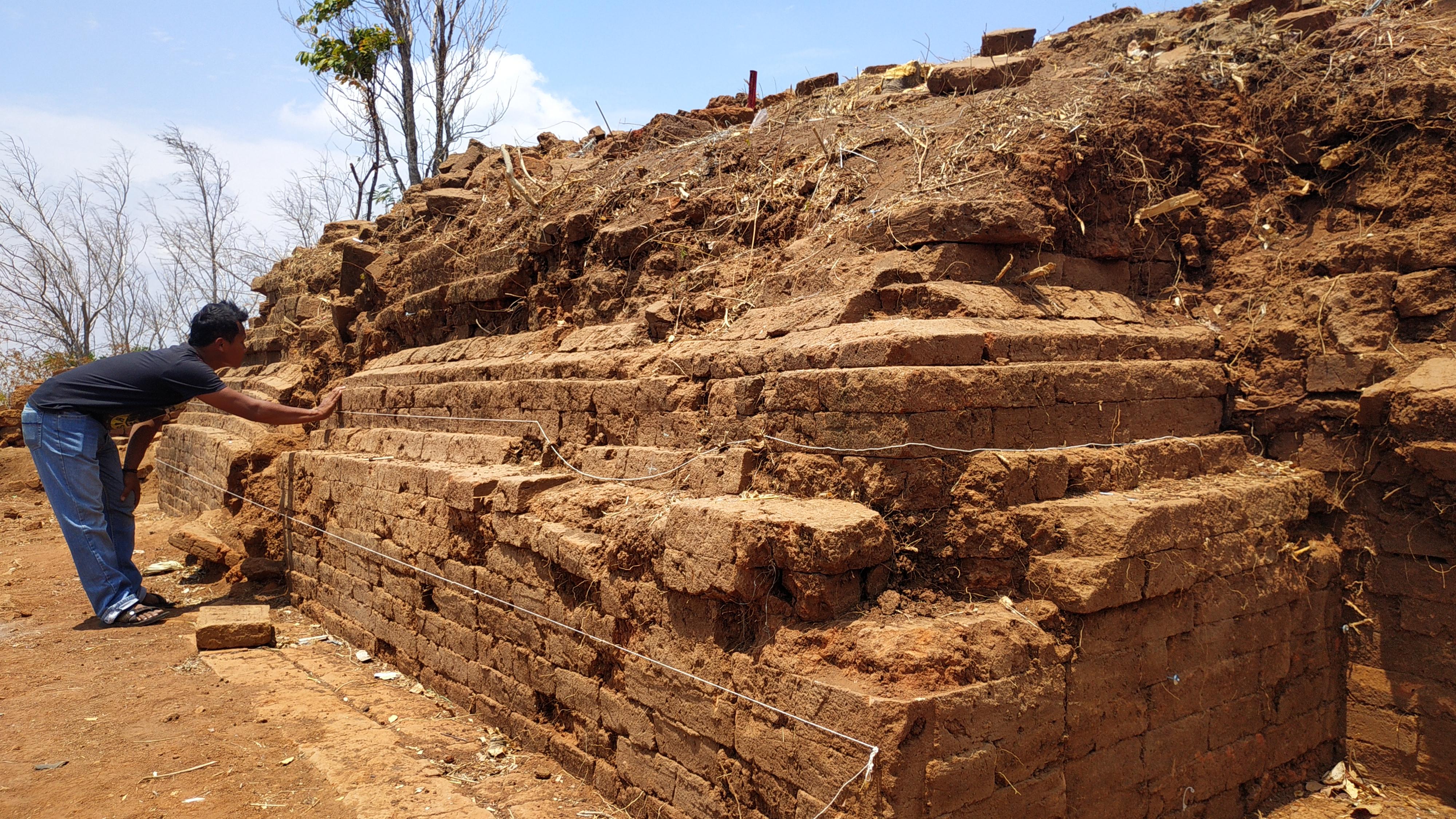 Bangunan Mirip Candi Ditemukan di Lereng Gunung Wilis Kediri