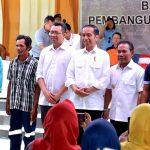 Presiden Jokowi Serahkan Langsung Bantuan Korban Gempa, Pastikan Pencairannya Mudah