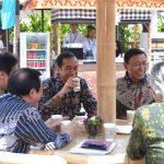Rehat Sejenak, Presiden Jokowi Seruput Kopi Indonesia