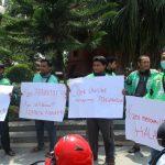 Ojek Online di Kediri Unjuk Rasa Tuntut Prabowo Minta Maaf