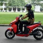 Presiden Jokowi Kendarai Motor Listrik Gesits di Istana, Siap Jadi Pembeli Pertama Setelah Diproduksi