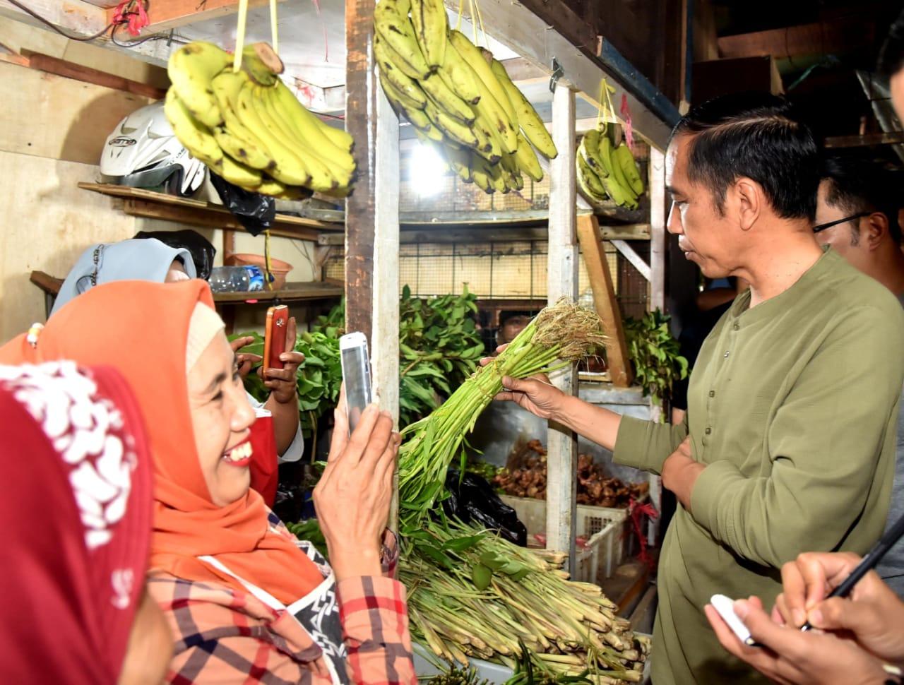 Blusukan ke Pasar di Bandung, Presiden Ingin Bandingkan Harga di Tiga Kota