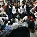 Berebut Uang Koin di Masjid Jamsaren