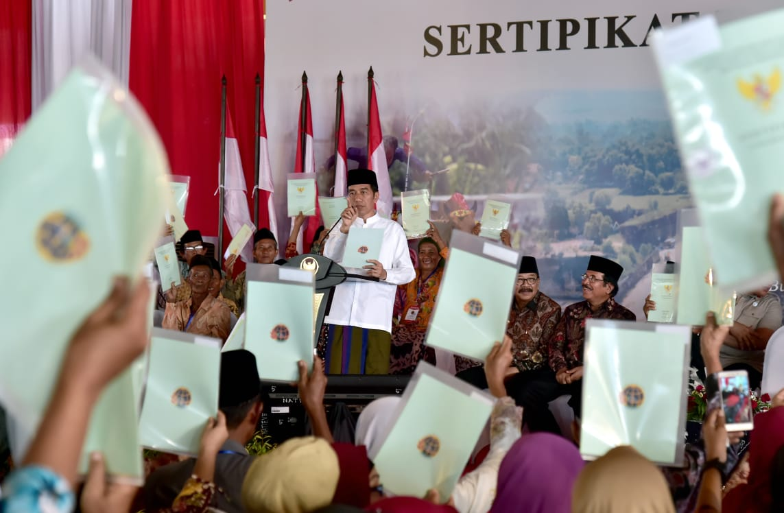 Presiden Serahkan 2.050 Sertipikat Hak Atas Tanah untuk Rakyat Bangkalan