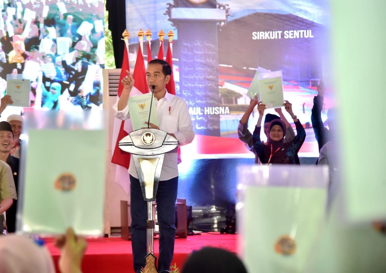 Presiden Bagikan 4.000 Sertipikat Tanah Kepada Warga Bogor dan Sukabumi