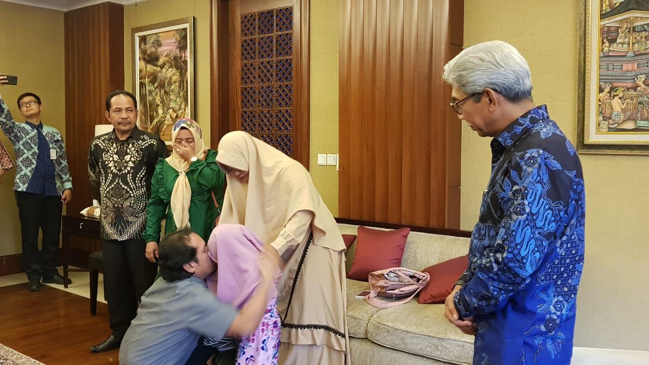 Sempat Disandera, Samsul Kembali Berkumpul Keluarga