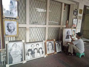 Pelukis Jalanan Simpang Surabaya, Menggores Pensil, Bertahan Hidup