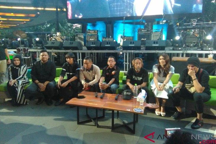 Puluhan Pekerja Seni Ambil Bagian Dalam Konser Peduli Bencana