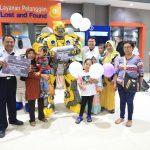 Robot Transformers Ajak Peduli Korban Tsunami Banten Di Stasiun Gubeng