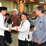 Presiden Serahkan 204 Sertifikat Tanah Wakaf di Jawa Barat