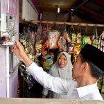 Presiden Tinjau Langsung Program Sambungan Listrik Gratis di Bekasi