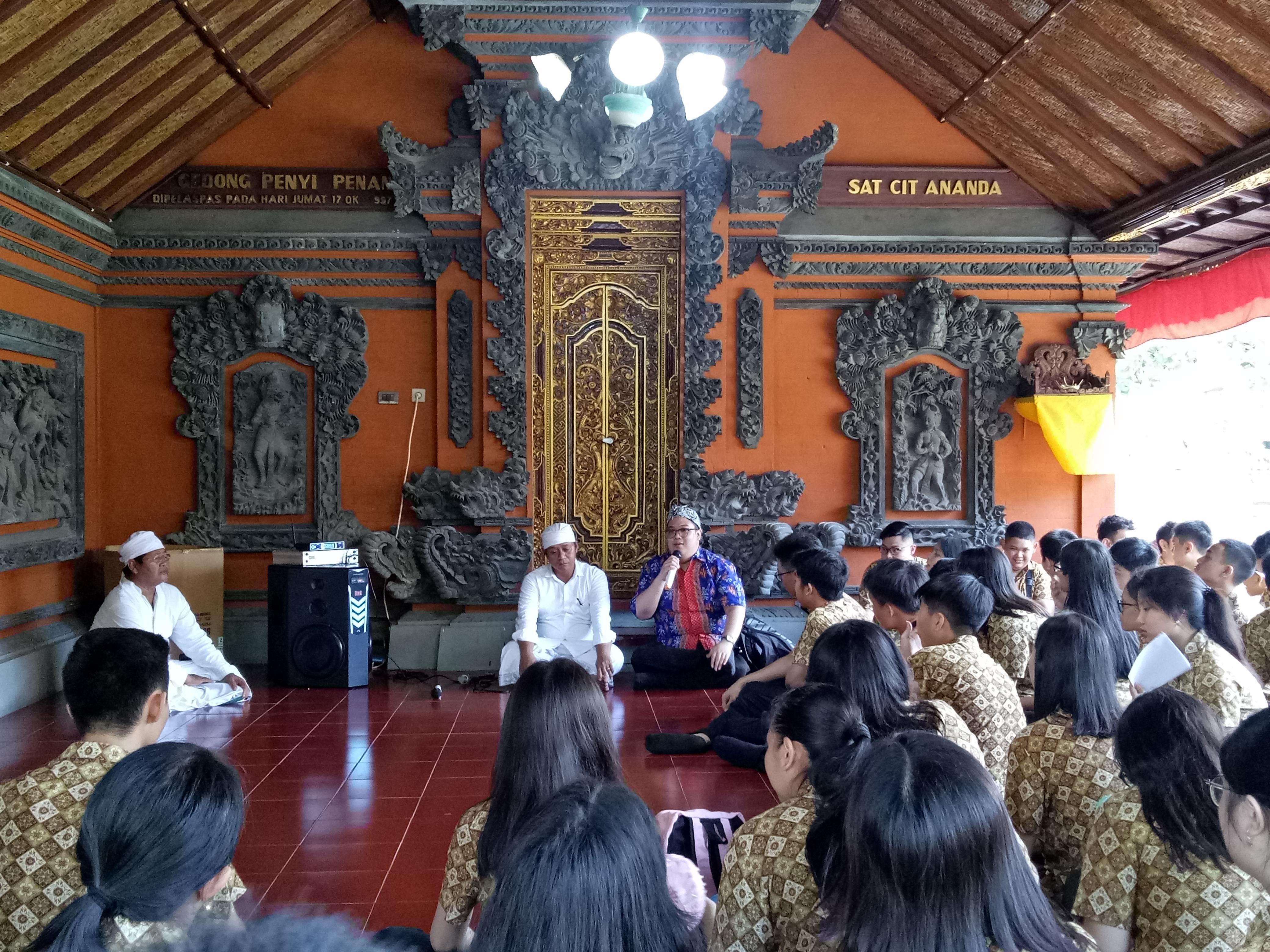 Kebhinnekaan ala SMA Katolik St. Hendrikus Surabaya