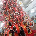 Ban Bekas Dijadikan Pohon Natal