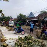 Ratusan Warga Magetan Blokir Proyek Jalan Tol PT Waskita