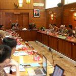 Warga Miskin Masih Banyak, Gubernur Jawa Timur Janjikan Percepatan Pengentasan