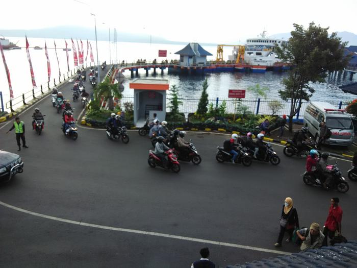 Pelabuhan Ketapang Banyuwangi Mulai Kedarangan Ribuan Pemudik Bersepeda Motor