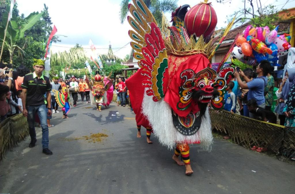 Tradisi Barong Ider Bumi Jadi Daya Tarik Warga Banyuwangi dan Wisatawan