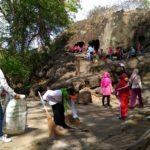 Wujudkan Indonesia Bebas Sampah 2020, Warga Kediri Bersihkan Goa Selomangkleng