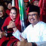 Datangi KPU Jawa Timur, Gus Ipul-Puti Guntur Daftar Pilgub Naik Becak