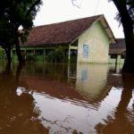 Tanggul Jebol, Ribuan Warga di Kediri Terdampak Banjir