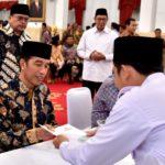 Presiden Jokowi Ajak Jajarannya Tunaikan Zakat