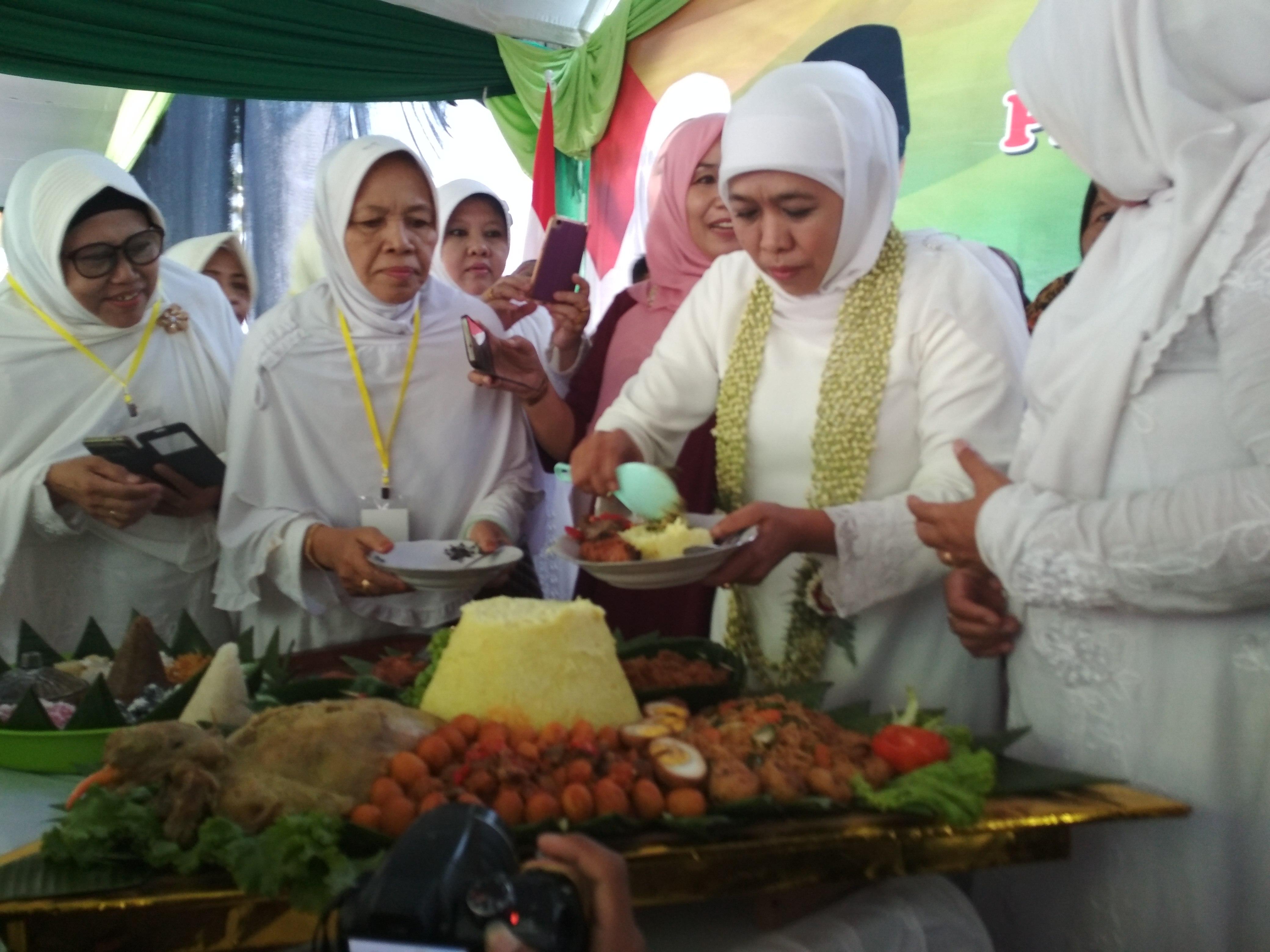 Khofifah Berharap Bandara Kediri Jadi Embarkasi Haji