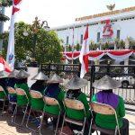 Perempuan Lakardowo Tuntut Penuntasan Kasus Limbah B3, Lakukan Aksi Duduk Diam di Depan Kantor Gubernur Jawa Timur