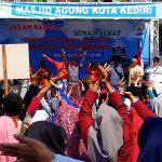 Peserta Jalan Sehat DMI Senam Goyang Dayung ala Jokowi
