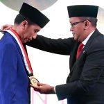Presiden Jokowi Terima Penghargaan Tokoh Pemerataan Pembangunan Indonesia dari Kadin