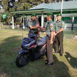 Panjat Tiang Bendera Saat Upacara 17 Agustus, Prajurit TNI Terima Hadiah Sepeda Motor