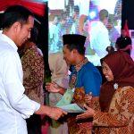 Presiden Jokowi Serahkan 10.000 Sertifikat Tanah untuk Rakyat di Jakarta Utara