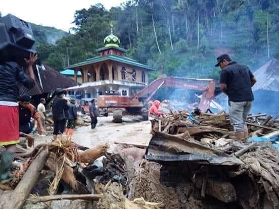 Banjir dan Tanah Longsor Melanda Sumatera Barat dan Sumatera Utara