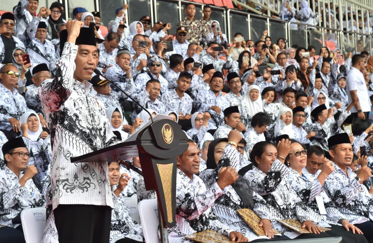 Presiden: PP tentang Manajemen PPPK Buka Peluang Pengangkatan Guru Honorer